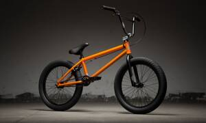 Bicykel Kink Launch mate cali poppy 2019